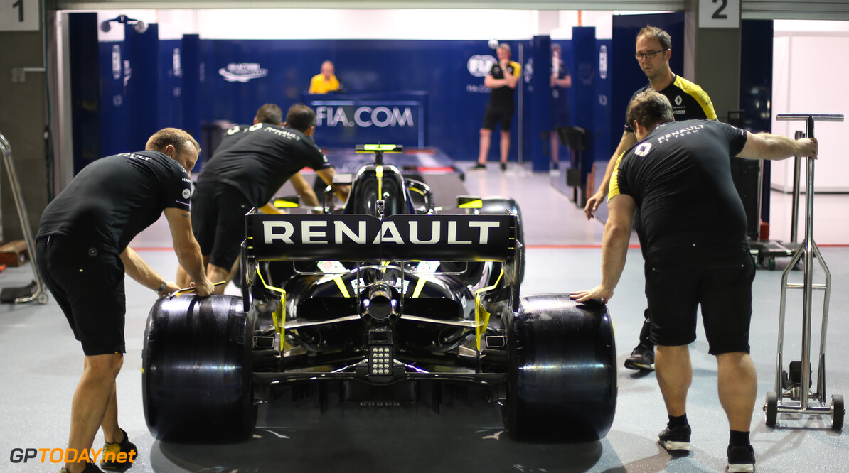 Formula One World Championship Renault F1 Team  19.09.2019. Formula 1 World Championship, Rd 15, Singapore Grand Prix, Marina Bay Street Circuit, Singapore, Preparation Day. - www.xpbimages.com, EMail: requests@xpbimages.com - copy of publication required for printed pictures. Every used picture is fee-liable. (C) Copyright: Charniaux / XPB Images Motor Racing - Formula One World Championship - Singapore Grand Prix - Preparation Day - Singapore, Singapore xpb.cc Singapore Singapore  Formel1 Formel F1 Formula 1 Formula1 GP Grand Prix one Marina Bay Street Circuit September Thursday Singapore 19 9 09 2019 Portrait