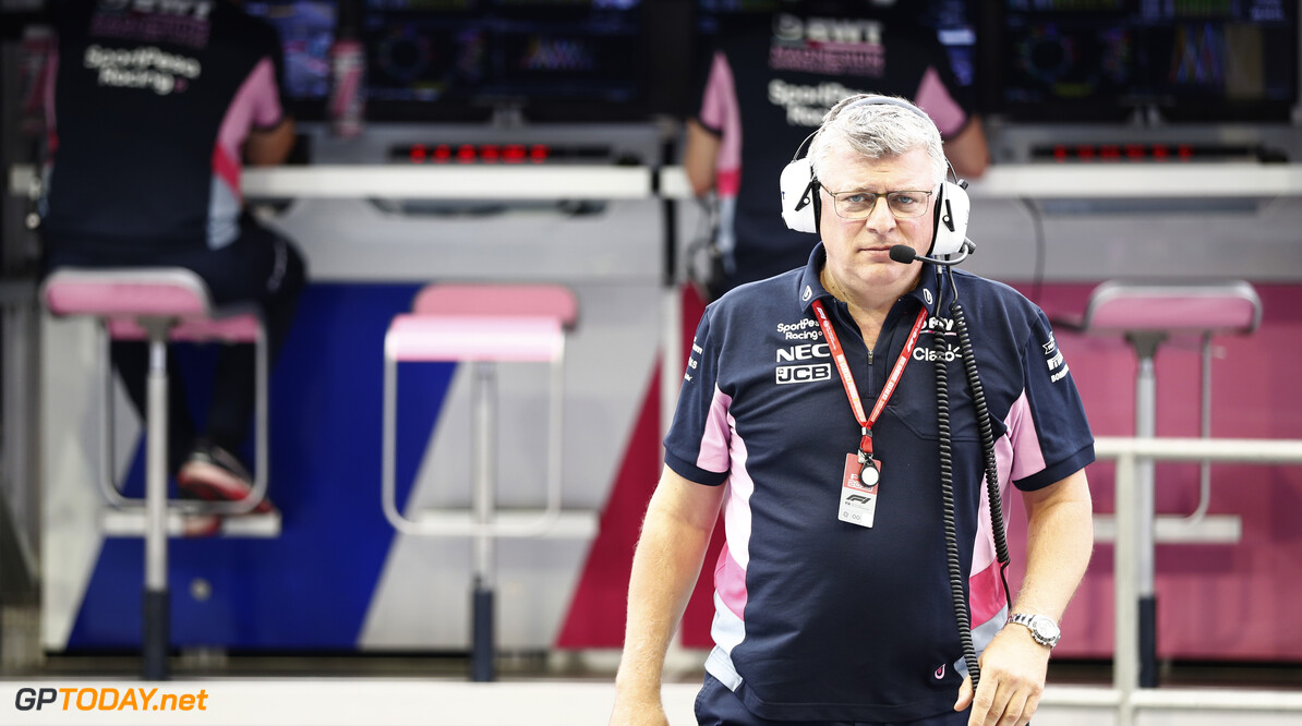 Otmar Szafnauer, Team Principal and CEO, Racing Point on the pit wall.  Glenn Dunbar    pit wall garage fp1 practice team GP19015b GP19015b_M F1 GP Singapore Marina Bay