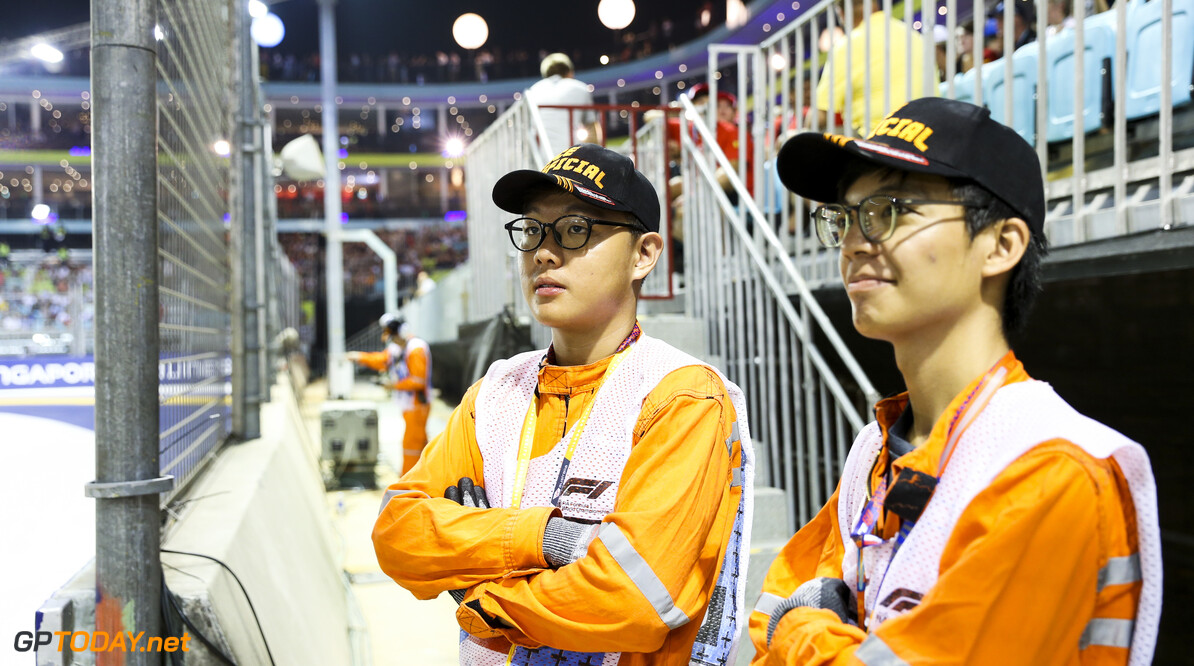 2019 Singapore GP SINGAPORE STREET CIRCUIT, SINGAPORE - SEPTEMBER 21: Marshals during the Singapore GP at Singapore Street Circuit on September 21, 2019 in Singapore Street Circuit, Singapore. (Photo by Lionel Ng / Motorsport Images) 2019 Singapore GP Lionel Ng  Singapore