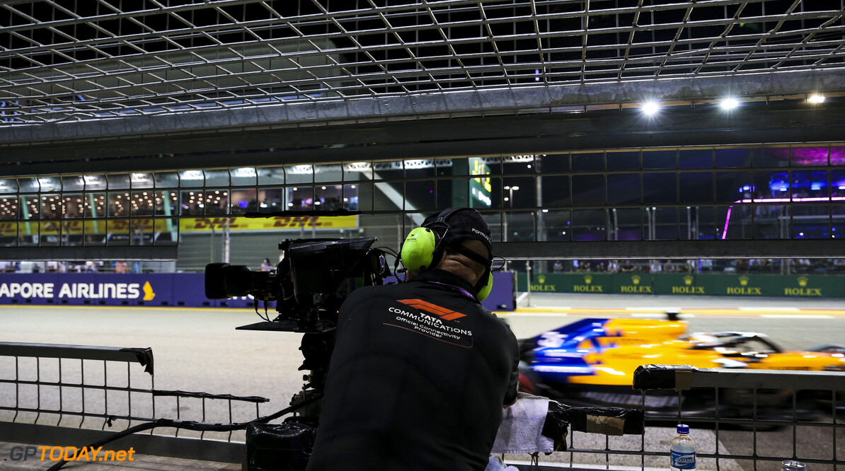 2019 Singapore GP SINGAPORE STREET CIRCUIT, SINGAPORE - SEPTEMBER 21: Camera Man during the Singapore GP at Singapore Street Circuit on September 21, 2019 in Singapore Street Circuit, Singapore. (Photo by Lionel Ng / Motorsport Images) 2019 Singapore GP Lionel Ng  Singapore
