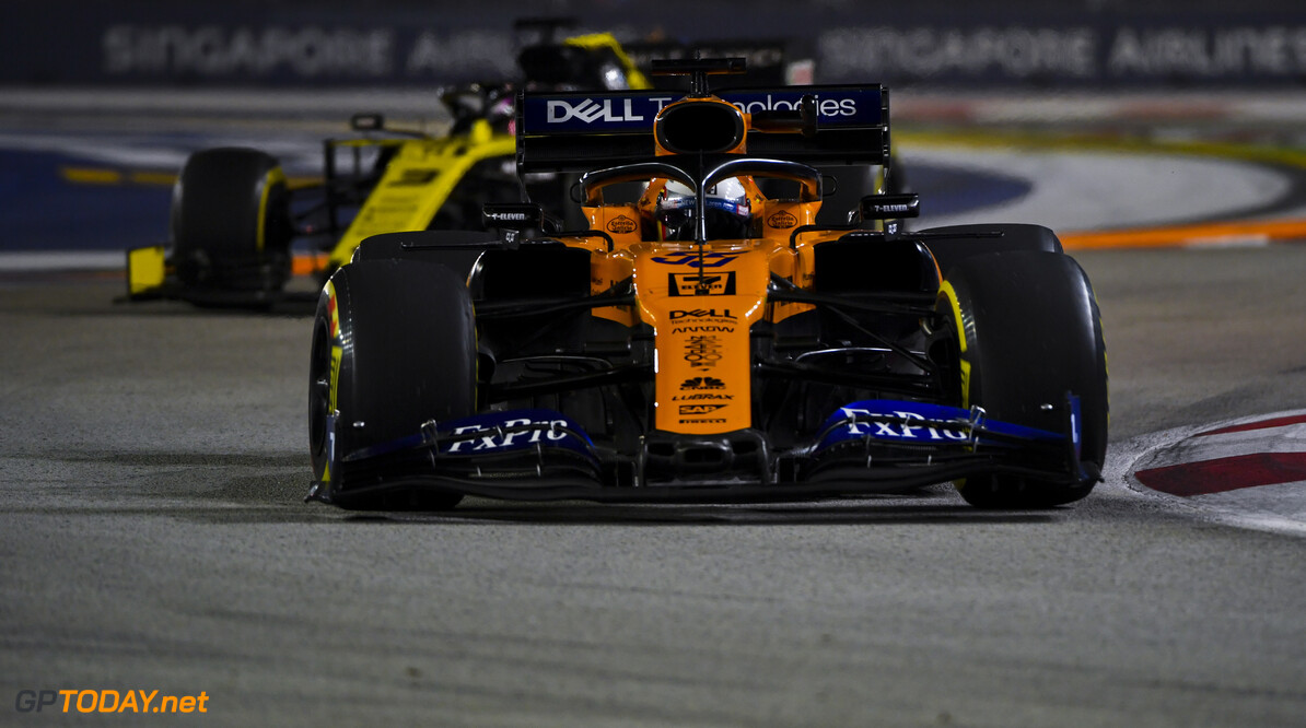 2019 Singapore GP SINGAPORE STREET CIRCUIT, SINGAPORE - SEPTEMBER 20: Carlos Sainz Jr., McLaren MCL34, leads Daniel Ricciardo, Renault R.S.19 during the Singapore GP at Singapore Street Circuit on September 20, 2019 in Singapore Street Circuit, Singapore. (Photo by Mark Sutton / Motorsport Images) 2019 Singapore GP Mark Sutton  Singapore  Action