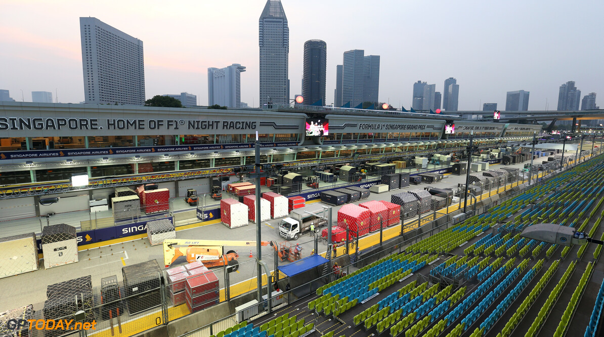 2019 Singapore GP SINGAPORE STREET CIRCUIT, SINGAPORE - SEPTEMBER 16: Freight arrives on the start/finish straight during the Singapore GP at Singapore Street Circuit on September 16, 2019 in Singapore Street Circuit, Singapore. (Photo by Lionel Ng / Motorsport Images) 2019 Singapore GP Lionel Ng  Singapore  freight