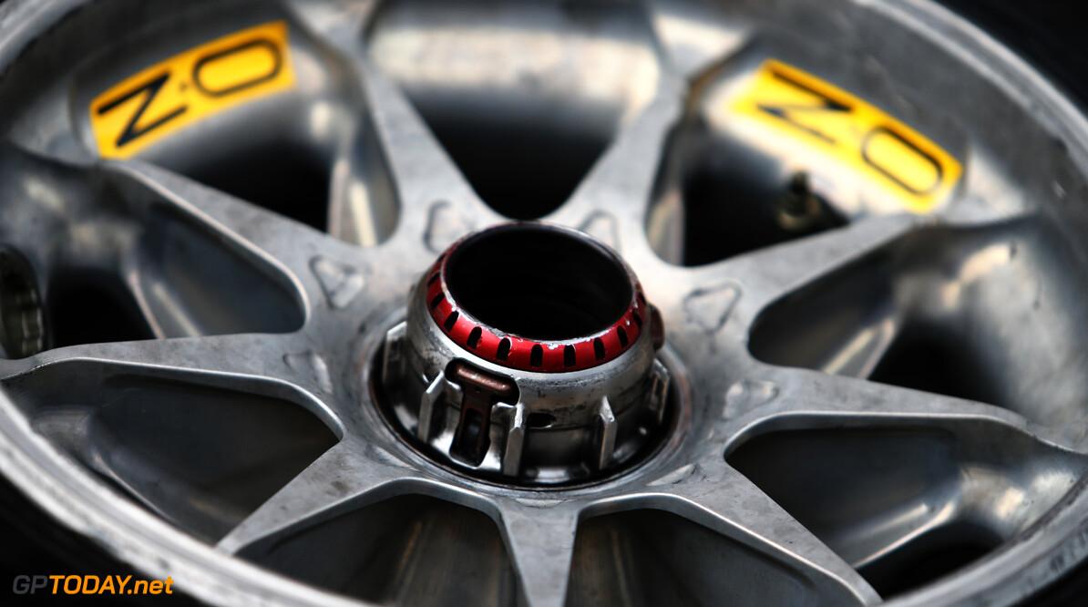 Pirelli gaat nieuwe hardere band testen na crisismeeting met coureurs