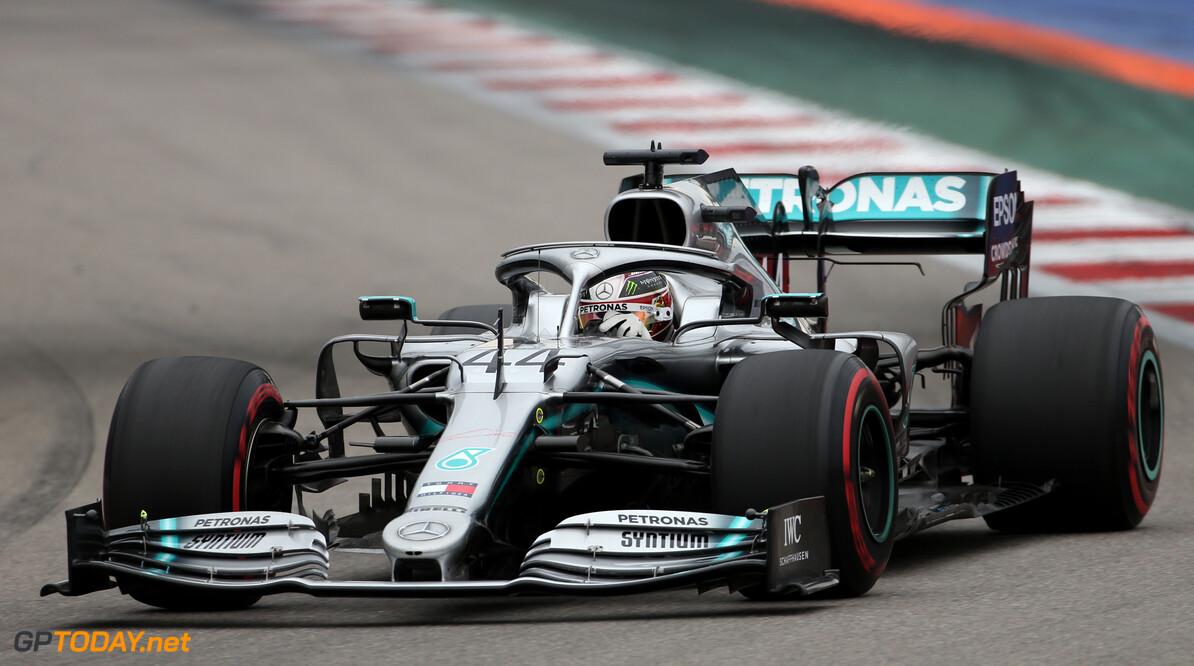 """Hamilton: """"Mercedes verliest acht tienden op de rechte stukken"""""""