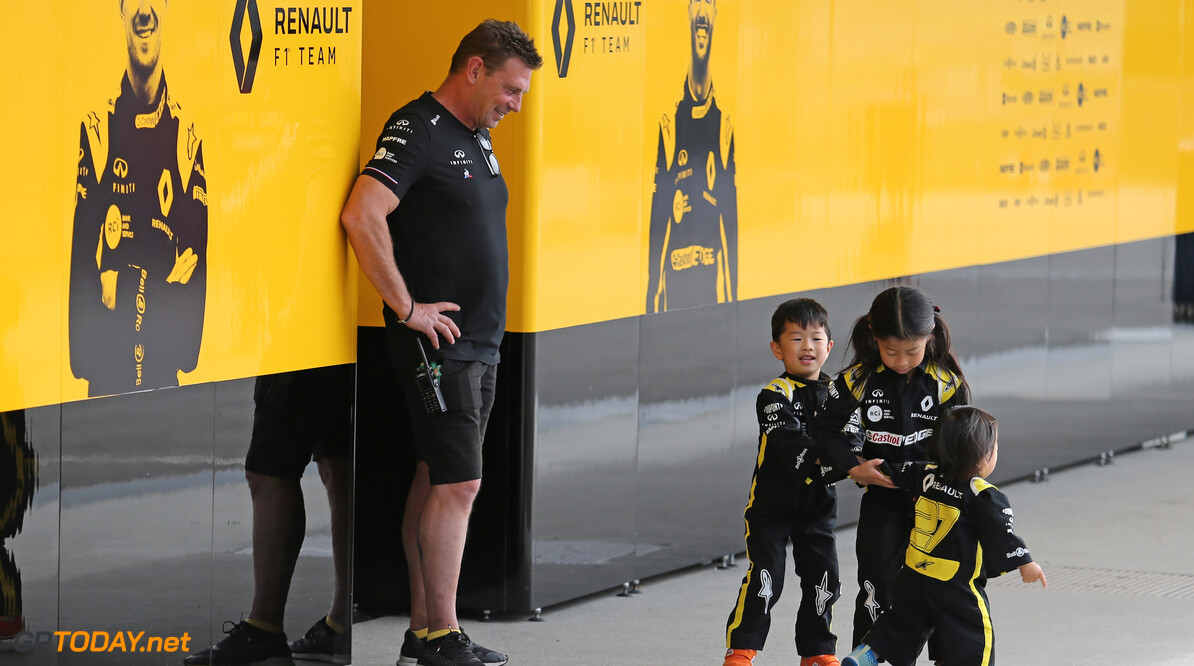 Formula One World Championship Renault F1 Team fans 10.10.2019. Formula 1 World Championship, Rd 17, Japanese Grand Prix, Suzuka, Japan, Preparation Day. - www.xpbimages.com, EMail: requests@xpbimages.com - copy of publication required for printed pictures. Every used picture is fee-liable. (C) Copyright: Charniaux / XPB Images Motor Racing - Formula One World Championship - Japanese Grand Prix - Preparation Day - Suzuka, Japan XPB Images Suzuka Japan  Formel1 Formel F1 Formula 1 Formula1 GP Grand Prix one Suzuka Circuit Thursday Portrait Japan Japanese October 10 2019