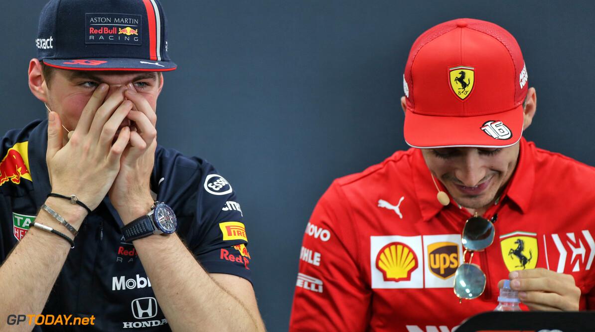 <b>Video: </b>Verstappen en Leclerc kunnen lach niet inhouden na vraag Walter Koster