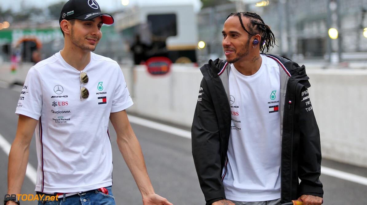 """Esteban Ocon: """"Lewis Hamilton was een goede leermeester voor mij"""""""