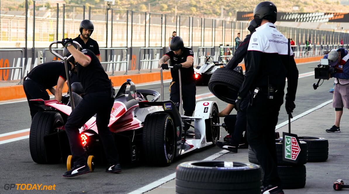 Andre Lotterer (DEU), Tag Heuer Porsche, Porsche 99x Electric, pit stop   Dan Bathie    action