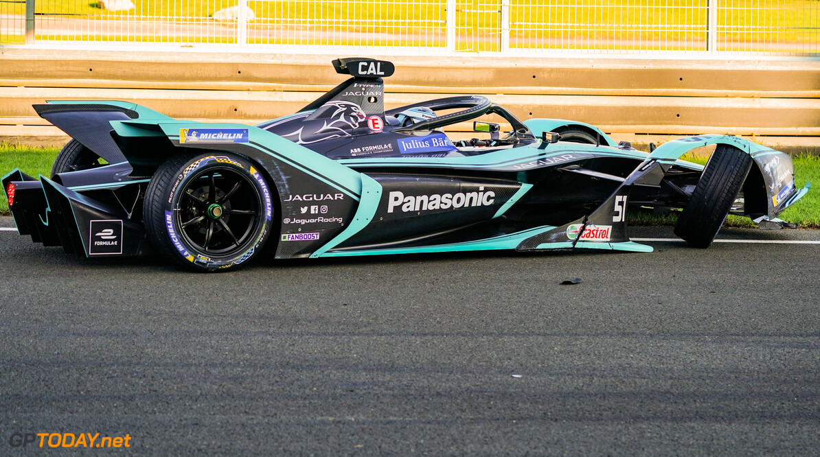 James Calado (GBR), Panasonic Jaguar Racing, Jaguar I-Type 4, with damage to his front end   Glenn Dunbar    action crash shunt