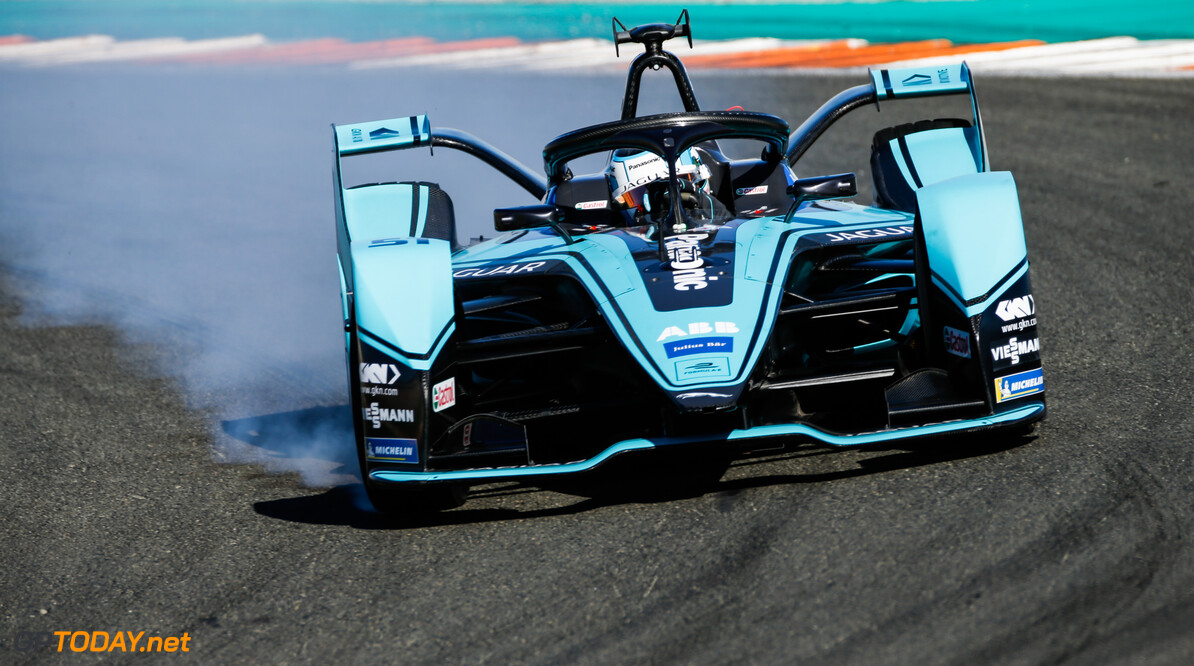 James Calado (GBR), Panasonic Jaguar Racing, Jaguar I-Type 4, locks up  Andrew Ferraro    action