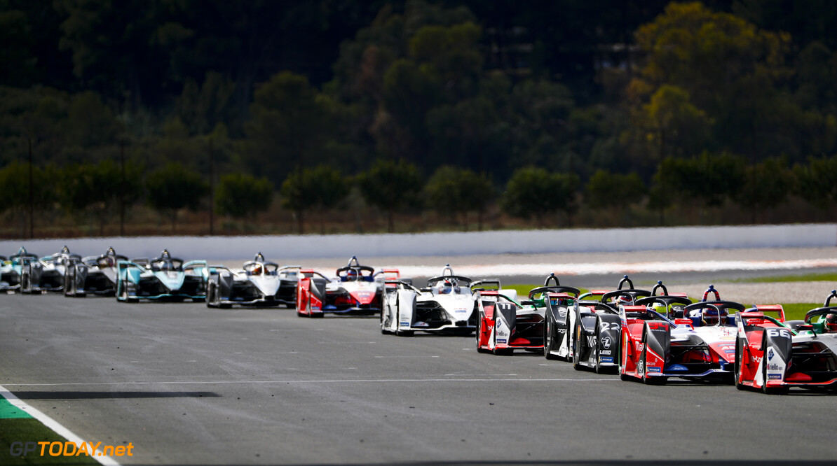 Pascal Wehrlein (DEU), Mahindra Racing, M6Electro, Oliver Rowland (GBR), Nissan e.Dams, Nissan IMO2 and Lucas Di Grassi (BRA), Audi Sport ABT Schaeffler, Audi e-tron FE06   Sam Bloxham    action