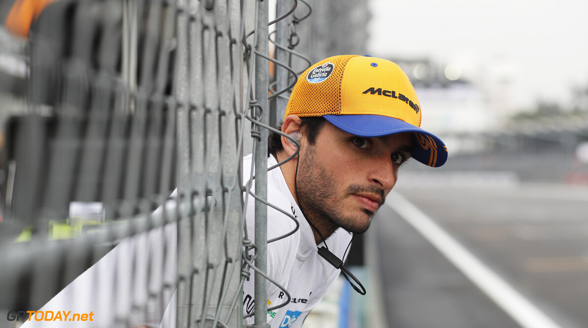 Carlos Sainz, McLaren  Steven Tee    Portrait pit lane pit wall