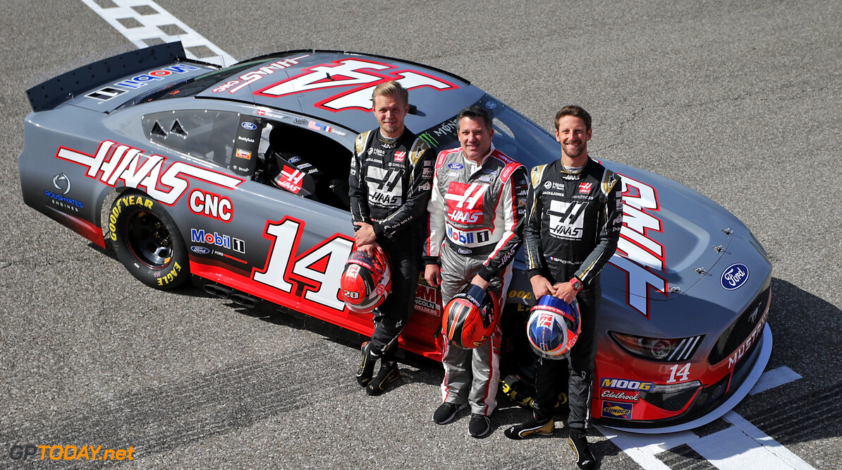 <b>Video:</b> Grosjean en Magnussen proberen NASCAR-bolide uit op COTA