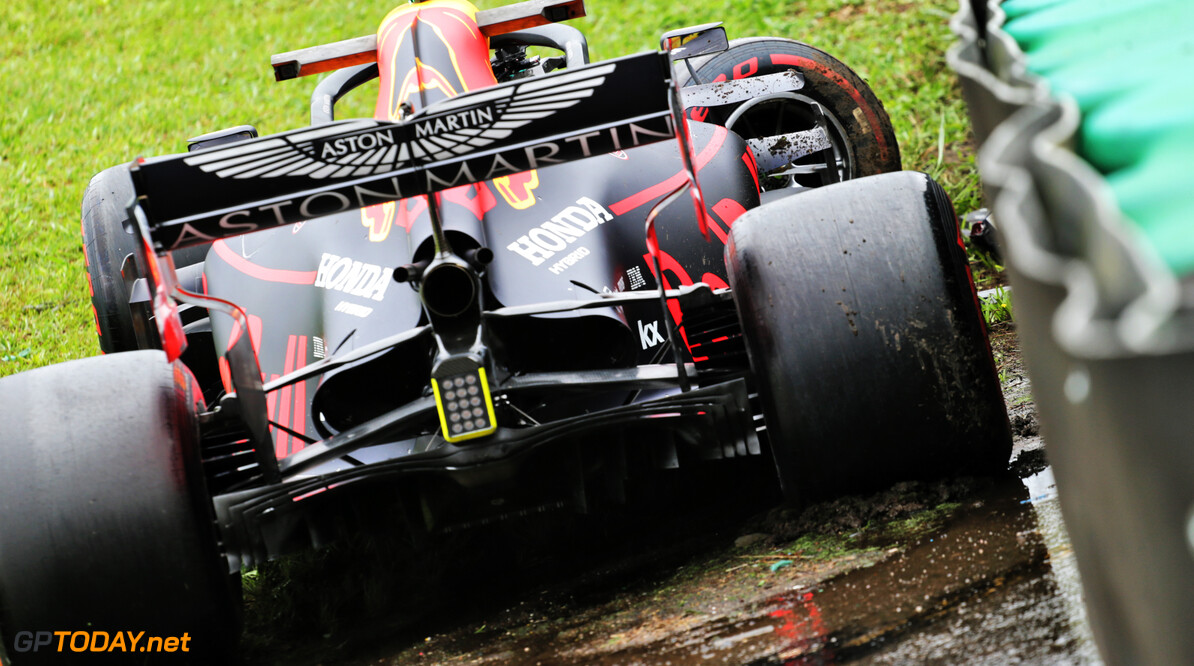<b>Video:</b> Watch Albon crash out of FP1 in Brazil