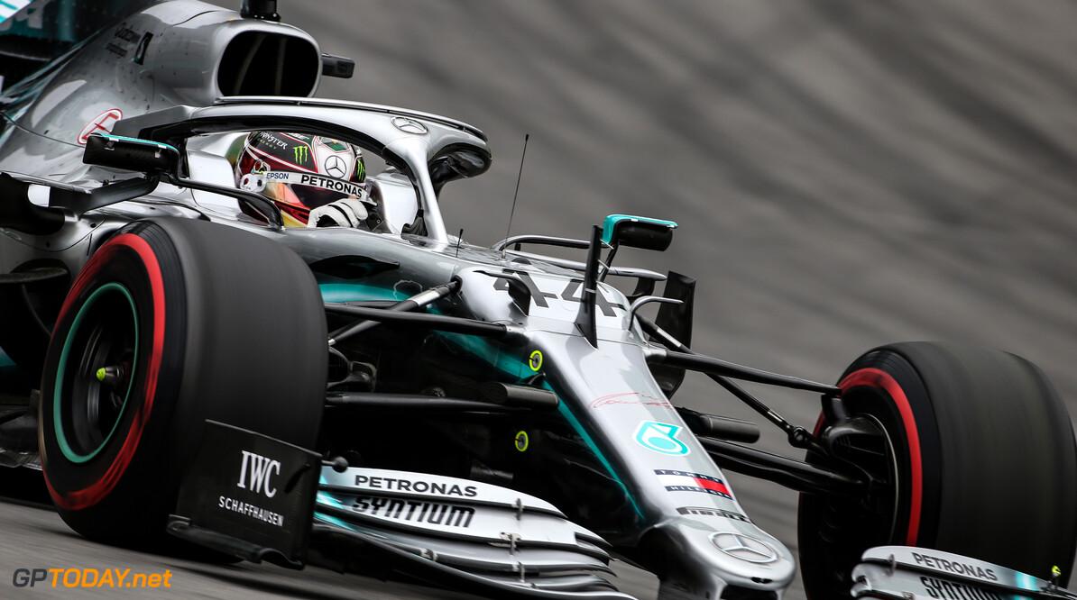 """Lewis Hamilton: """"Mercedes kan in laatste races 2019 experimenteren na binnenhalen titels"""""""