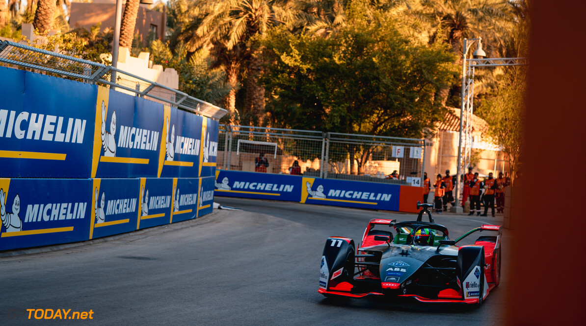 2020 Diriyah E-prix I RIYADH STREET CIRCUIT, SAUDI ARABIA - NOVEMBER 21: Lucas Di Grassi (BRA), Audi Sport ABT Schaeffler, Audi e-tron FE06 during the Diriyah E-prix I at Riyadh Street Circuit on November 21, 2019 in Riyadh Street Circuit, Saudi Arabia. (Photo by LAT Images) 2020 Diriyah E-prix I Dan Bathie  Saudi Arabia  action
