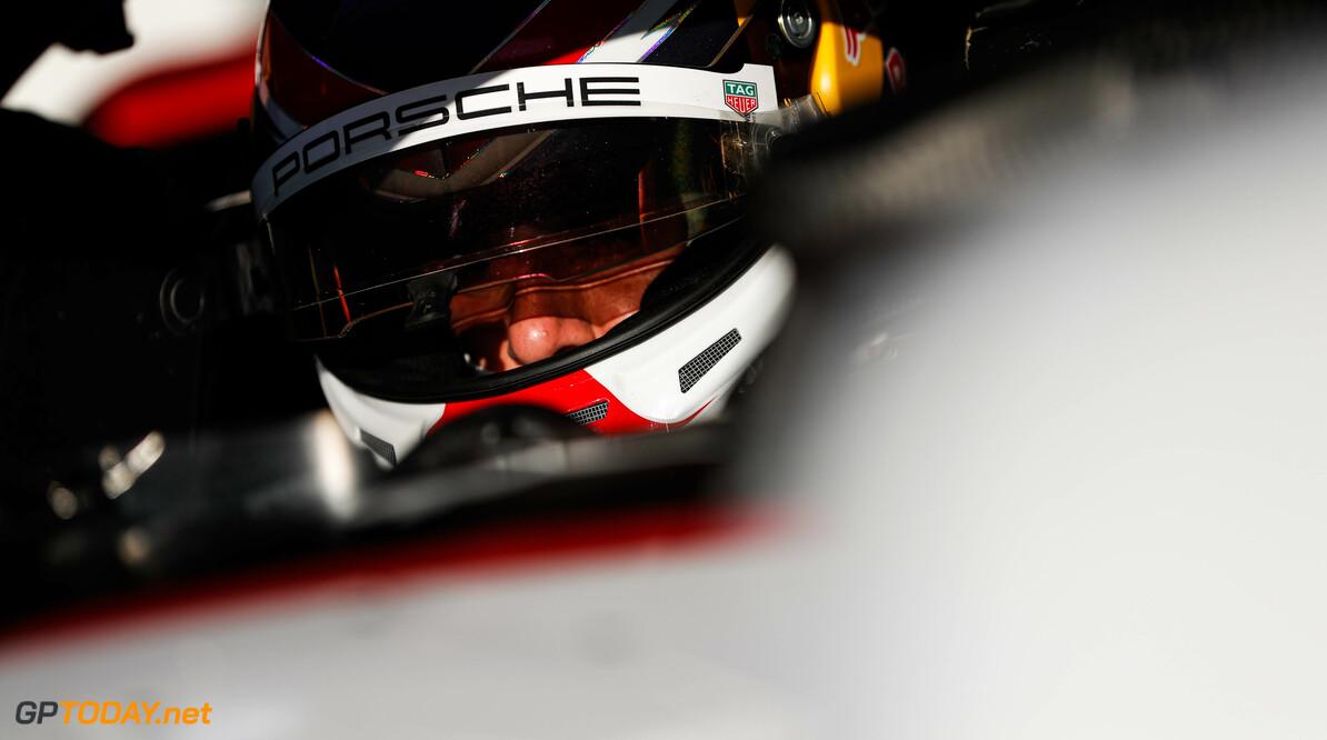 Neel Jani (CHE), Tag Heuer Porsche   Zak Mauger    fegen