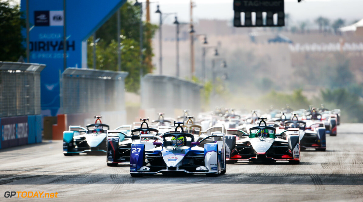 <strong> Ad Diriyah Race 2</strong>:  Sims takes first victory in Formula E ahead of teammate Gunther