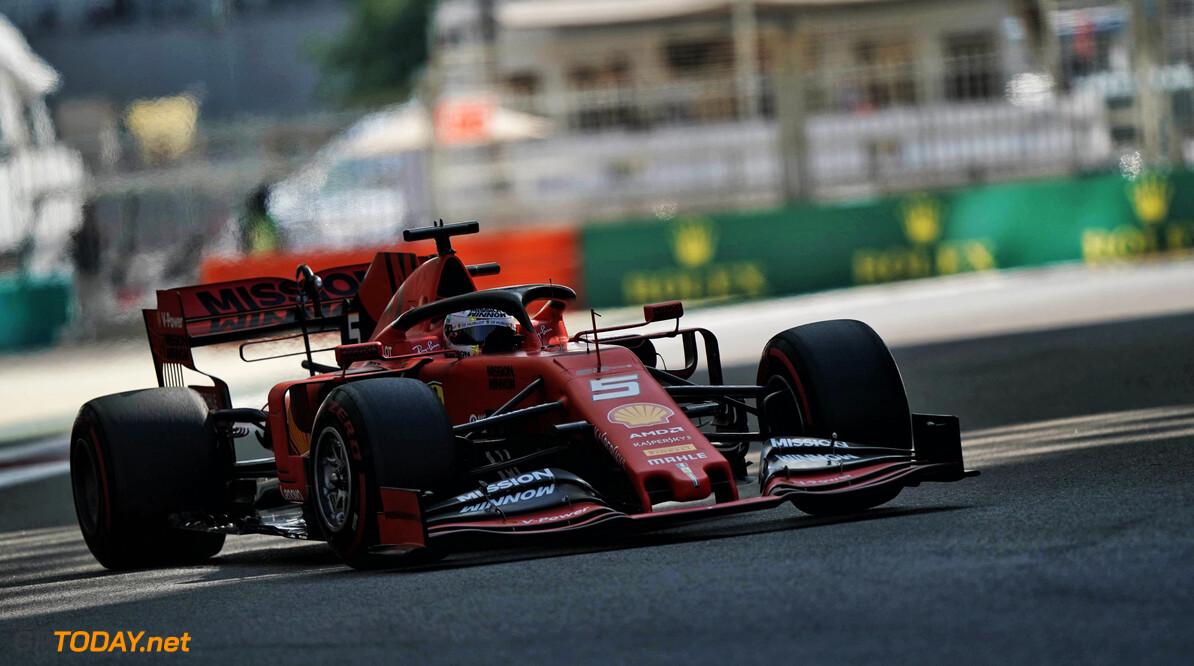 <b>Video: </b>Vettel laat VT1 vroegtijdig eindigen door spin en botsing met vangrail