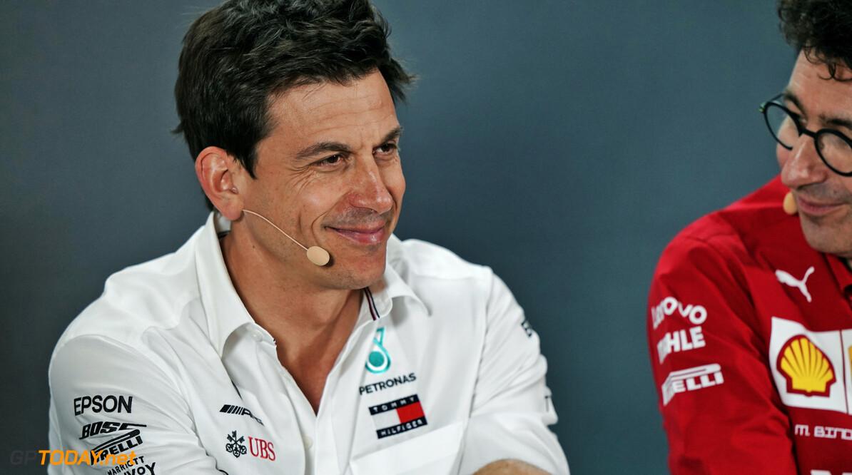 'Vertrek Toto Wolff bij Mercedes opent deur voor Red Bull-Mercedes motorendeal'