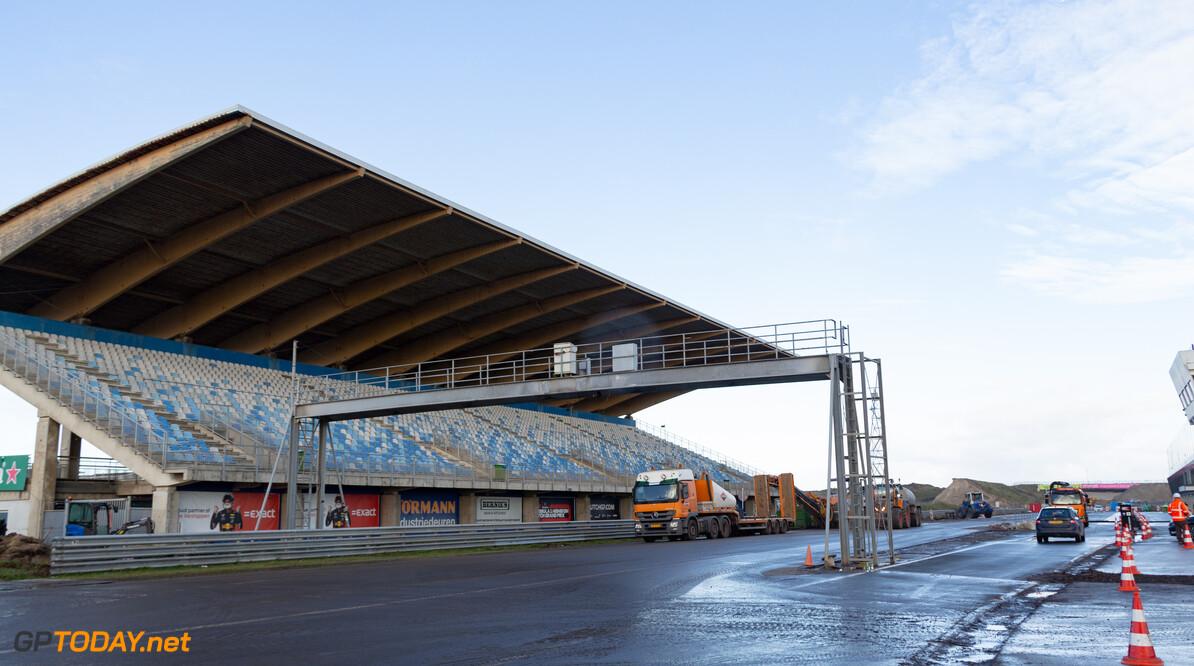 Installatie van kilometers hekwerk rond Circuit Zandvoort begonnen