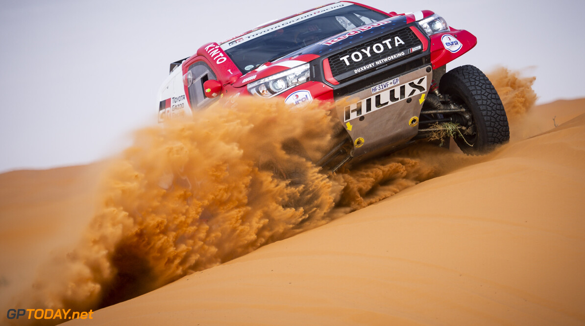 Alonso rolls his car at Dakar