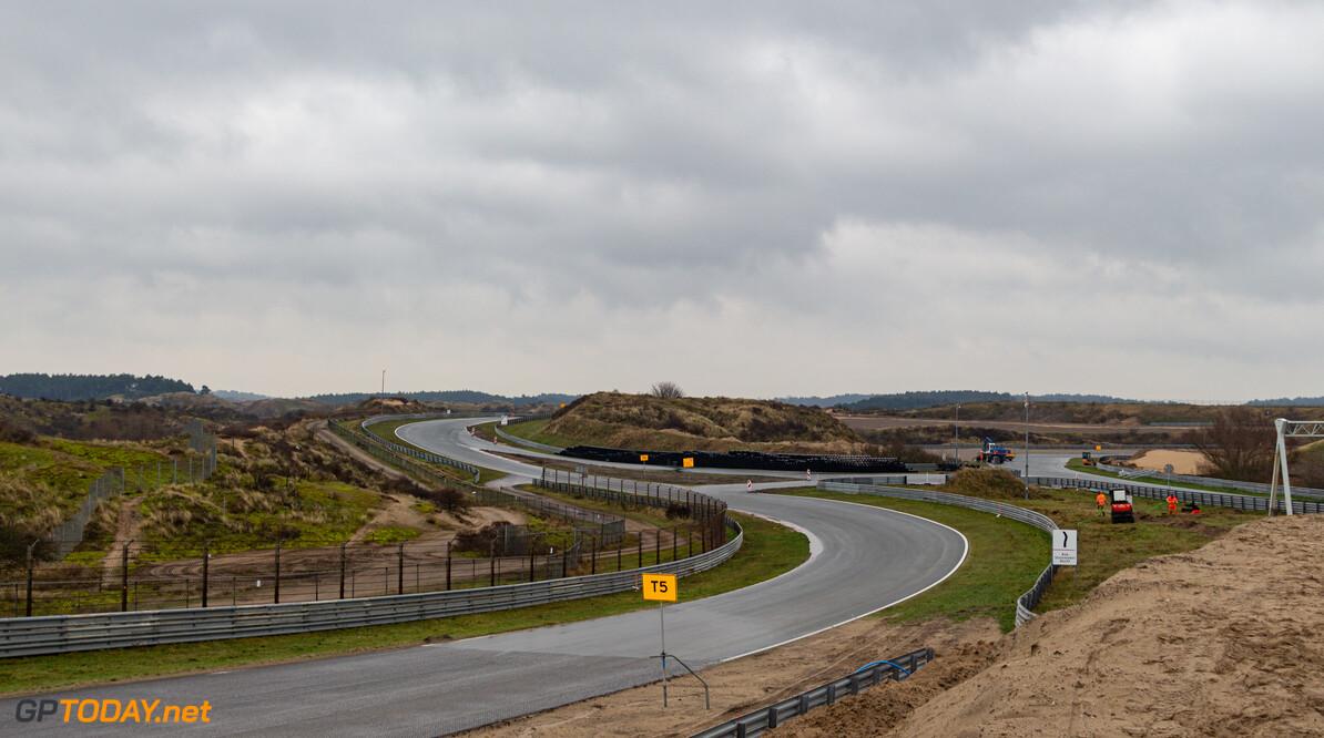 <b>Video:</b> Aanleg van toplaag asfalt begonnen op Circuit Zandvoort