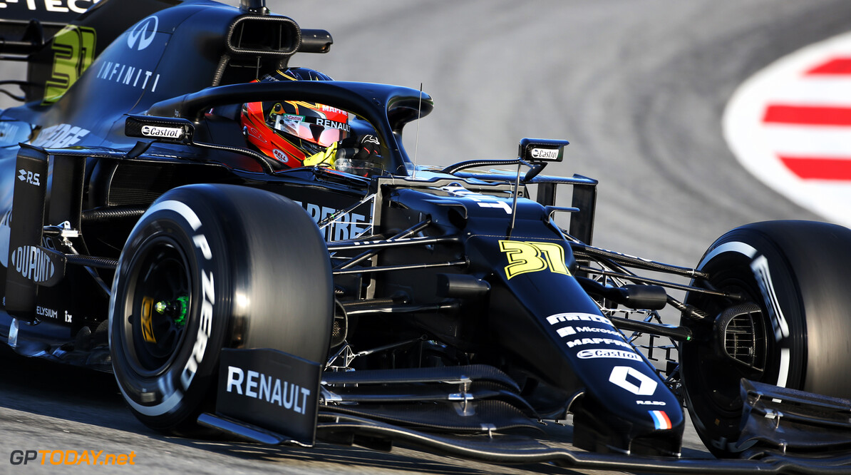 Renault enters pre-season testing in all-black livery