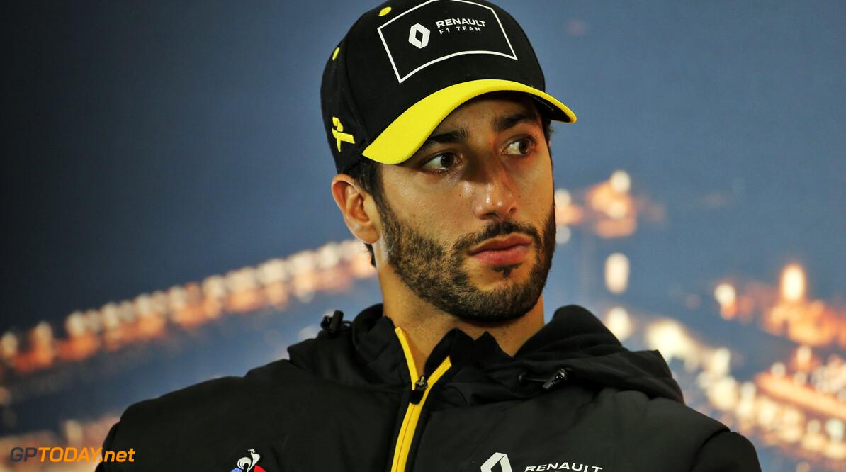 Ricciardo switches from Renault to McLaren