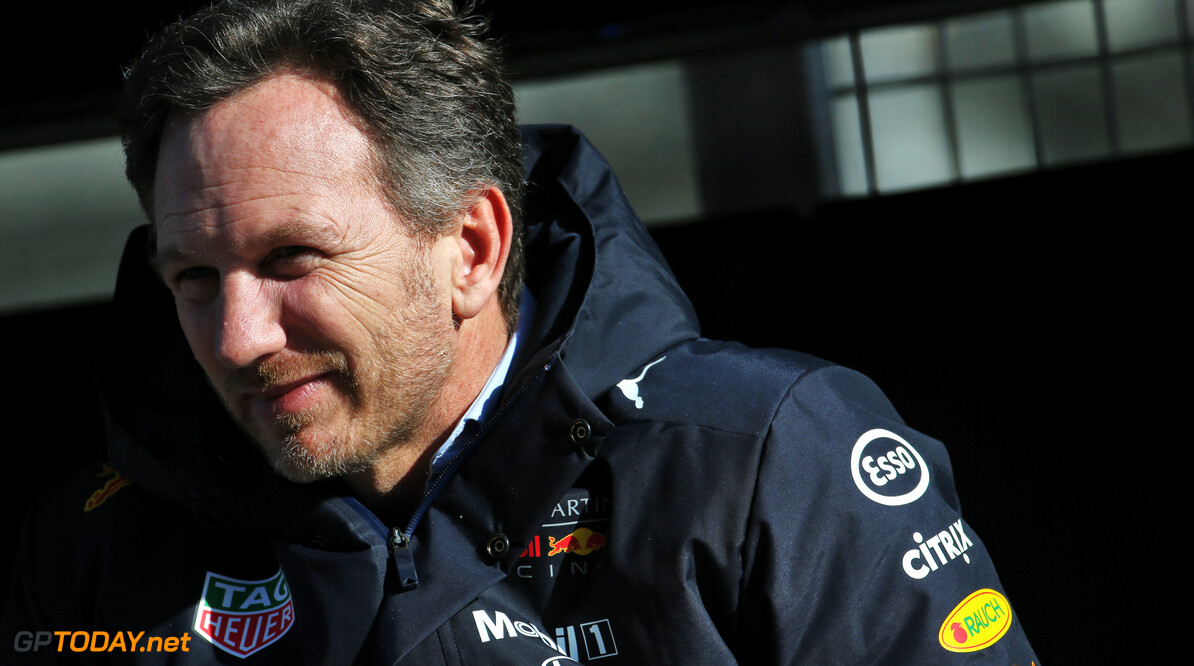 Red Bull Racing toeschouwer in gespeculeer over coureurs