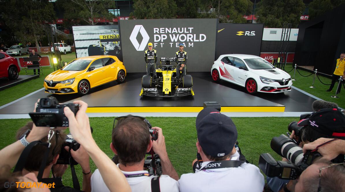 Wat gebeurt er met een Renault Espace met een Formule 1-motor?