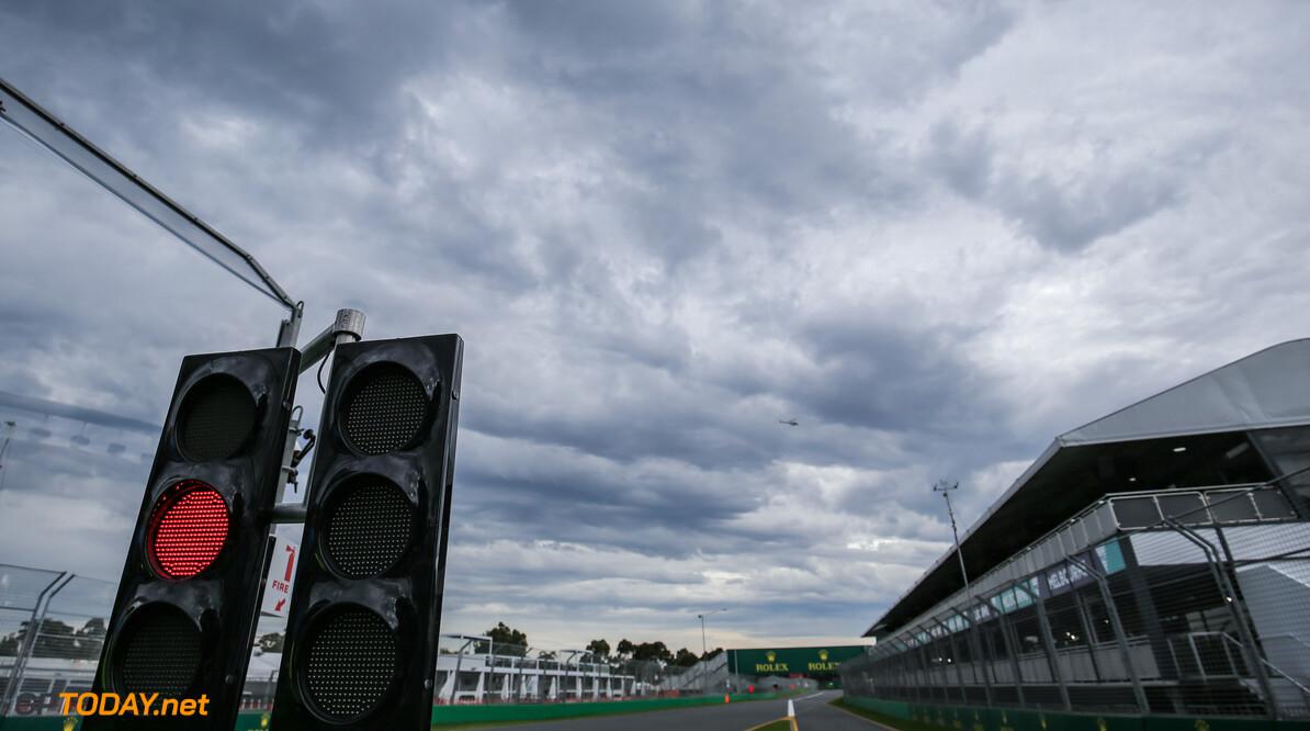 <b>Video:</b> Australiërs houden toch Grand Prix op hilarische wijze