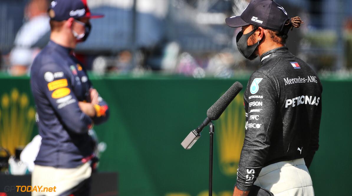 Waarom kreeg Max Verstappen wel straf en Lewis Hamilton voor hetzelfde incident niet?