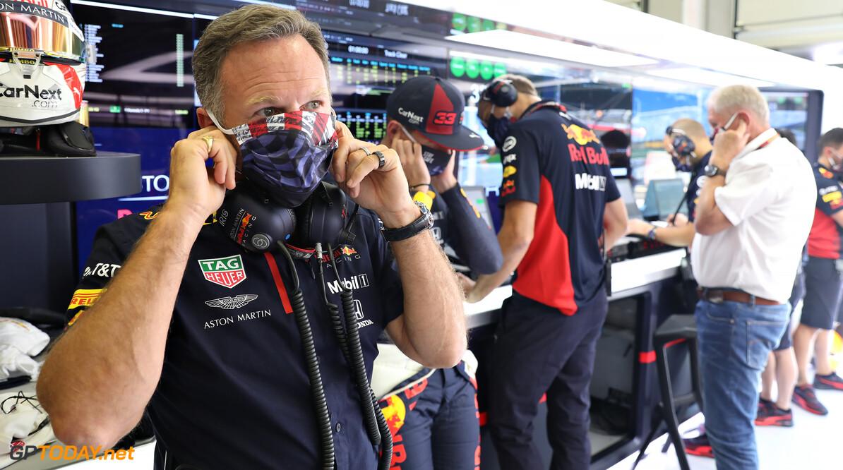 """Christian Horner houdt """"zure nasmaak"""" over aan fopwerk van Ferrari: """"Max Verstappen had moeten winnen"""""""