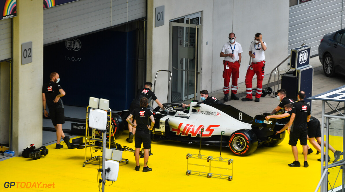 2020 Styrian GP JULY 09: The Romain Grosjean Haas VF-20 is pushed into the FIA technical inspection pit garage during the Styrian GP on Thursday July 09, 2020. (Photo by Mark Sutton / LAT Images) 2020 Styrian GP Mark Sutton    TS-Live