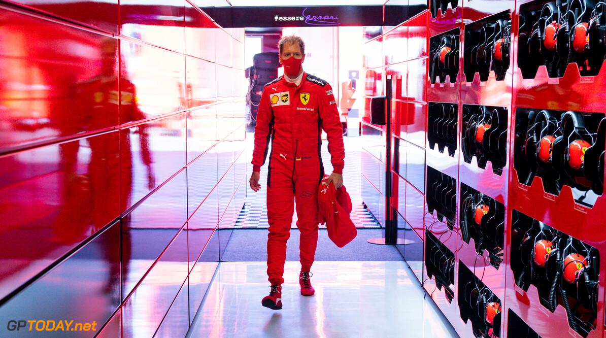 <b>Video: </b>Ferrari's rijden elkaar uit de race