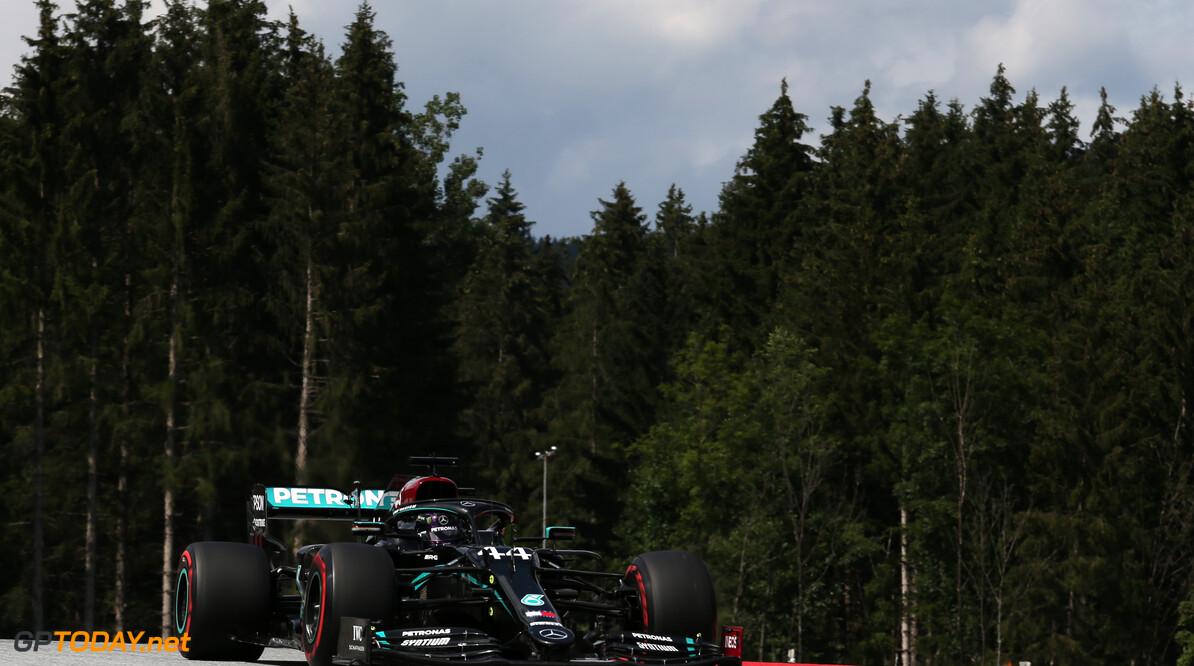 Lewis Hamilton domineert, Max Verstappen derde in Stiermarken