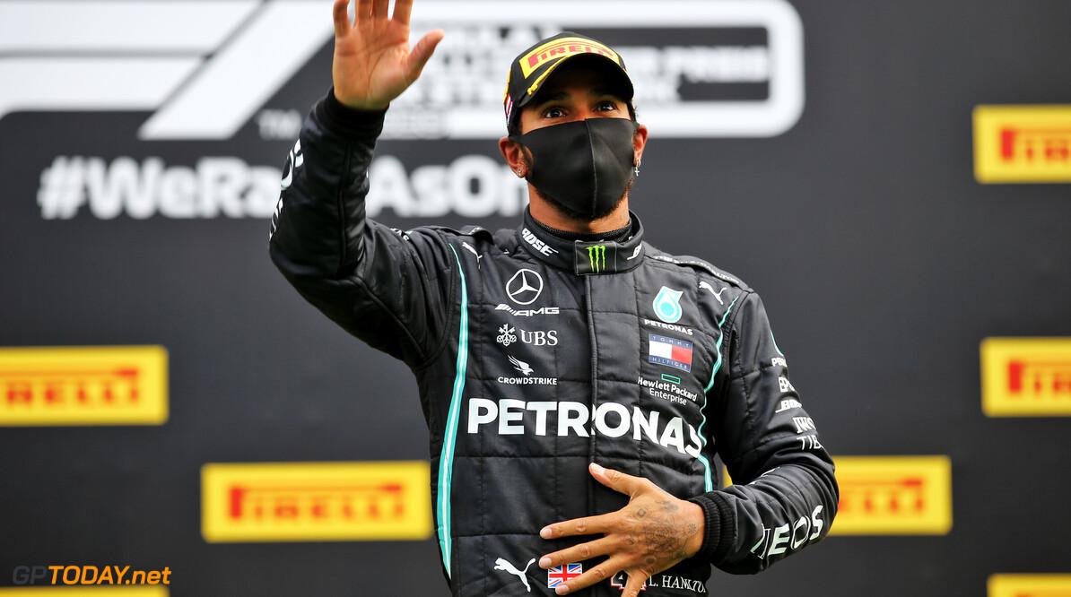 Lewis Hamilton krijgt kritiek van eigen fans na antivaccinatie filmpje voor corona