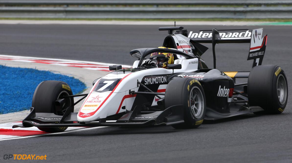 Pourchaire jongste winnaar ooit in F2 door zege in hoofdrace