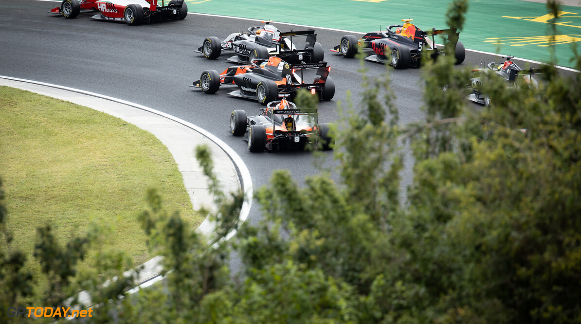 FIA Formula 3 Championship The start of the race.  18.07.2020. FIA Formula 3 Championship, Rd 3, Budapest, Hungary, Saturday.  - www.xpbimages.com, EMail: requests@xpbimages.com Copyright: XPB Images Motor Racing - FIA Formula 3 Championship - Saturday - Budapest, Hungary xpbimages.com Budapest Hungary  Saturday Hungaroring Budapest Hungary 18 07 7 2020 July Formula Three F3 Formula 3 Action Track