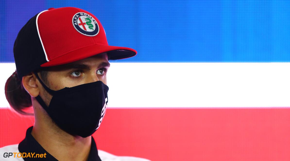 <b>Video:</b> Giovinazzi zorgt voor rode vlag met kapot bodywork