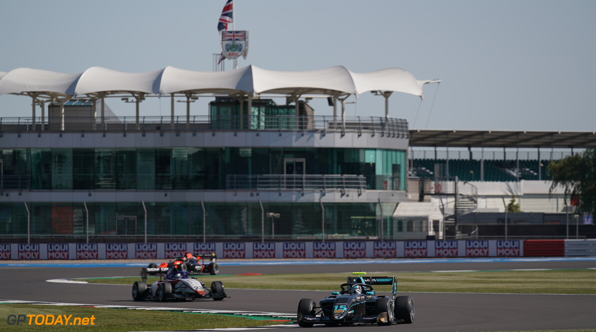 <strong>Feature Race</strong>:  Hughes denies Lawson and Sargeant for victory in Barcelona