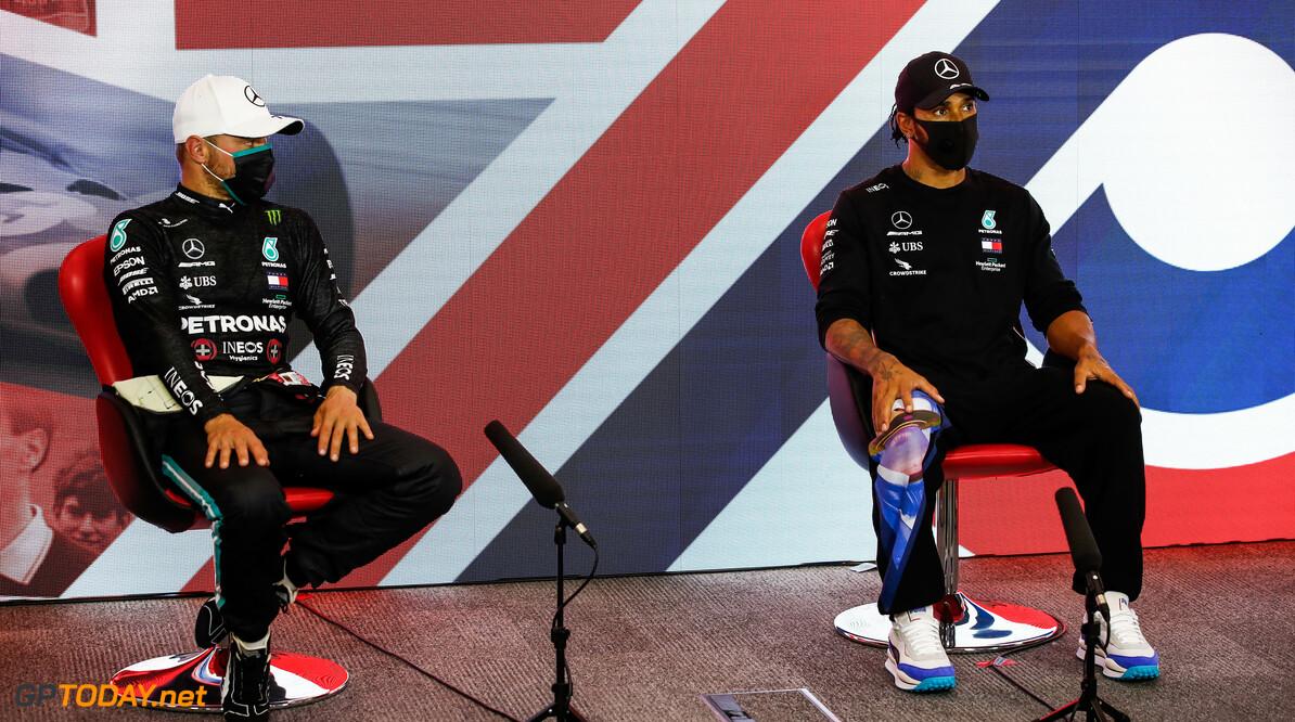 """Lachen met Mercedes: """"Benieuwd hoe Red Bull nú denkt over die hele motor-verandering"""""""