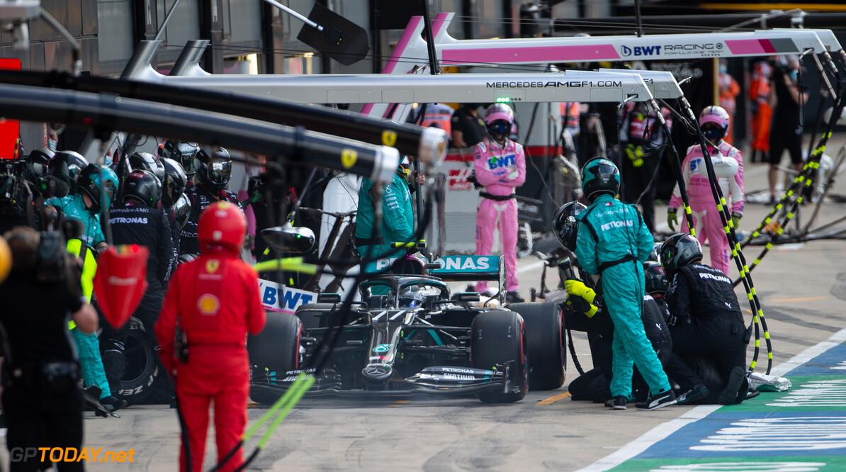 VT1: Bottas sneller dan Hamilton, Max Verstappen komt bijna een seconde tekort