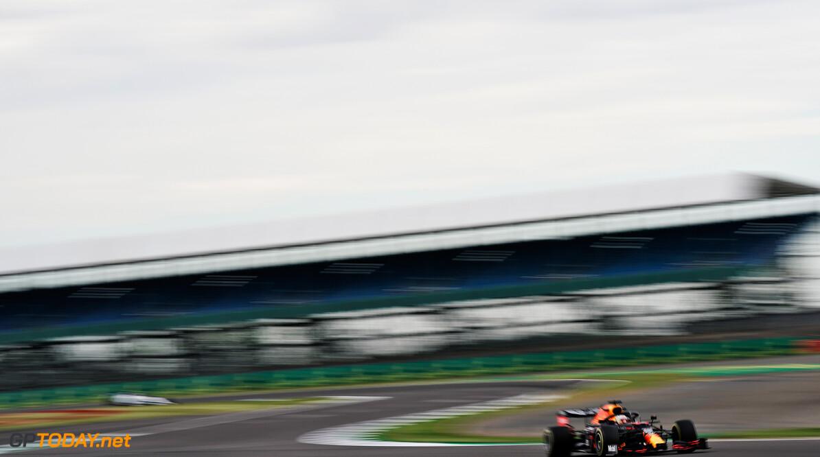 """Max Verstappen: """"Onze auto is gevoeliger voor de wind"""""""