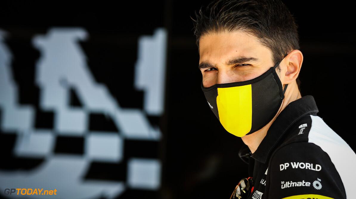 <b>Video: </b>Esteban Ocon crasht tijdens VT3 door blokkeren Magnussen