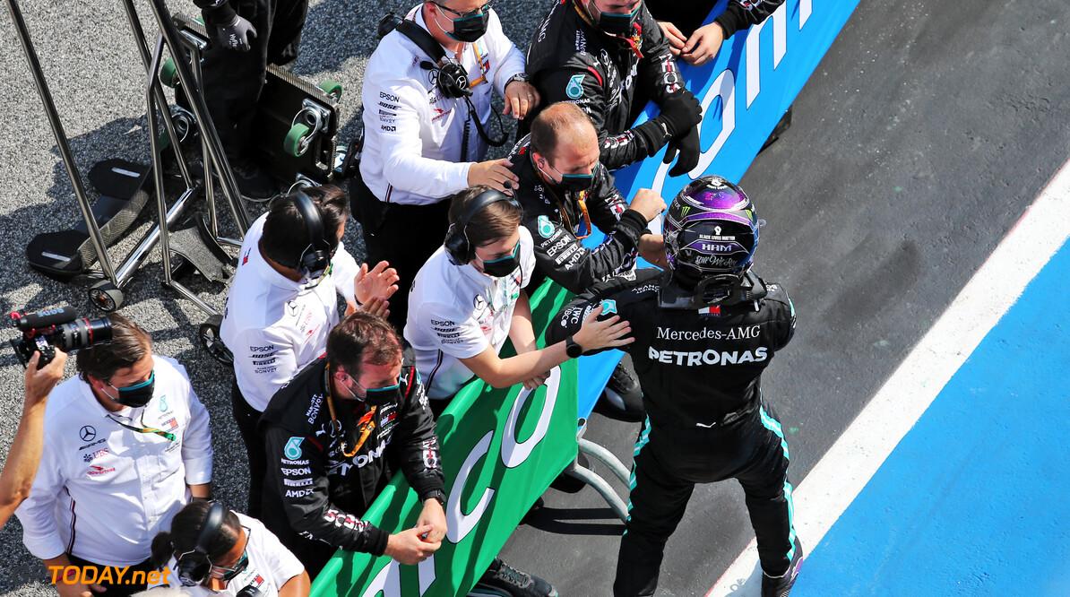 """Hamilton in zevende hemel na 88ste overwinning in F1 """"Ik was in een soort roes vandaag"""""""