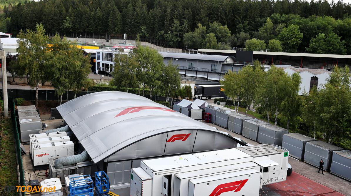 Paddock toegangsweg Spa-Francorchamps ingestort - circuit voorlopig gesloten vanwege overstromingen