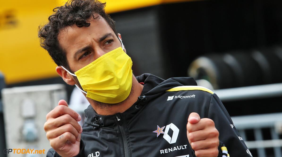 """Daniel Ricciardo: """"Zoek maar een tatoo uit in Italië"""""""