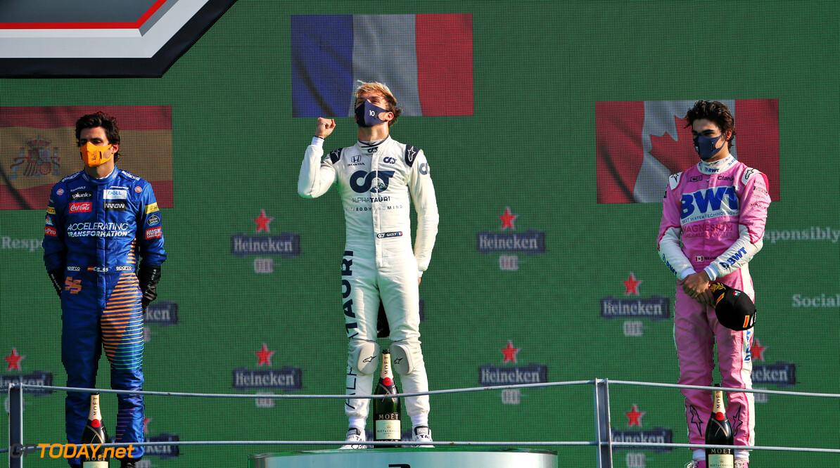 Pierre Gasly wint knotsgekke GP van Italië na zware crash Leclerc, Verstappen valt uit